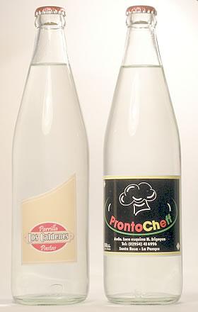 Foto botellas de vidrio de agua y de soda personalizadas